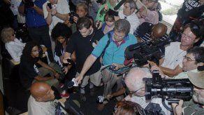 Harry Belafonte se une a manifestantes en Florida