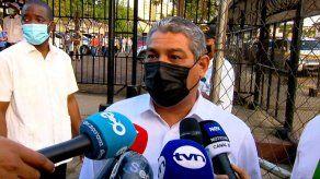 Ministro Sucre pide reconsiderar y derogar resolución que reduce puntaje de examen de certificación médica