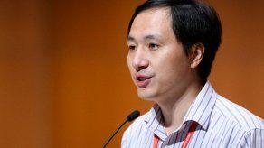Científico chino del caso de modificación genética recibió becas millonarias