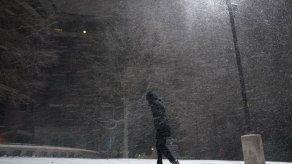 Una tormenta deja cortes de luz y llanuras nevadas en Texas