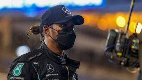 Hamilton cree que nuevas reglas buscan hacer retroceder a Mercedes