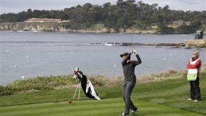 Condoleezza Rice pega pelotazo a espectadora en torneo de golf