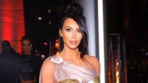 Kim Kardashian explica cómo funcionan los lavabos imposibles de su mansión