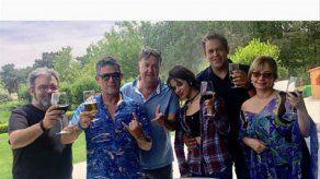 Alejandro Sanz agasaja a Camila Cabello con una paella de domingo