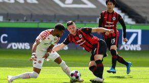El Frankfurt sale de zona Champions al empatar ante Maguncia