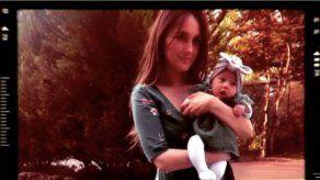 Dulce María presenta a su bebé con motivo del Día Internacional de la Mujer