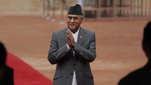 El líder del Partido del Congreso de Nepal -- el partido político más antiguo del país -- fue nombrado el martes luego que la Corte Suprema reinstaló a la Cámara de Diputados y ratificó que él podía ser el nuevo líder.