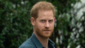 El príncipe Enrique envía flores a la tumba de Diana por el día de la madre