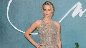 Jennifer Lawrence se encuentra cara a cara con una acosadora en su hogar