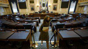 Legisladores de Virginia se adaptan al trabajo vía Zoom