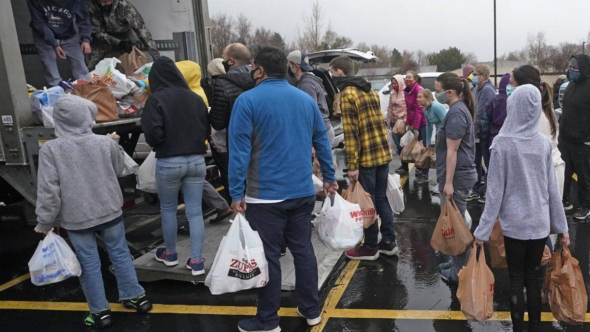 Cuando la pandemia de COVID-19 paralizó partes de la economía estadounidense la primavera pasada, los bancos de alimentos se convirtieron de inmediato en un pilar de apoyo directo.