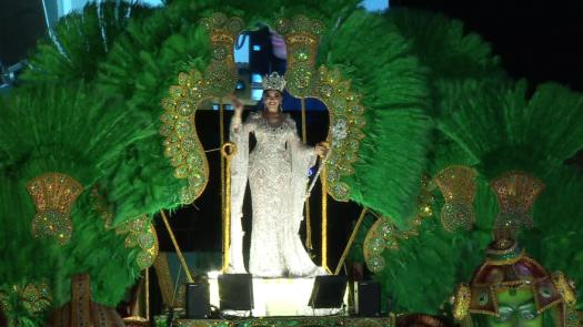 Alta costura y joyería fina, presentes en la reina de Calle Arriba de Las Tablas