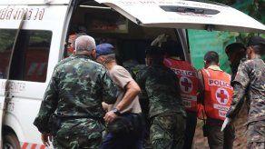 Buzos rescatan a otros cuatro niños de la gruta inundada en Tailandia