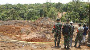 Mueren 11 mineros por un alud de tierra en Indonesia