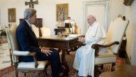 John Kerry junto al papa Francisco.