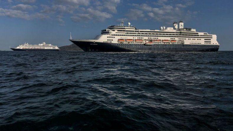 Naviera pide no dar la espalda a más de 9.000 personas atrapadas en barcos