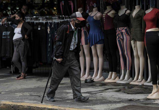Los establecimientos comerciales con atención al público y no esenciales cerrarán desde este lunes hasta el próximo domingo en las provincias de San José