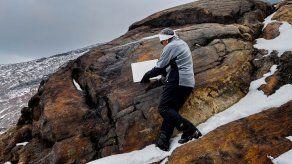 Investigadores de la Universidad Nacional Autónoma de México (UNAM) declararon este jueves extinto el glaciar Ayoloco, uno de los cuerpos de hielo permanente del país el cual estaba ubicado en la cumbre del volcán Iztaccíhuatl, colocando una simbólica placa en su lugar..