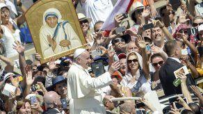 El papa agradeció a fieles y delegaciones su asistencia a la canonización
