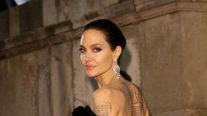 Hasta Angelina Jolie se encuentra defectos al mirarse al espejo