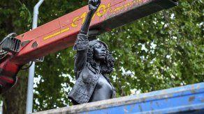 Retiran estatua de activista negra de un pedestal en Bristol