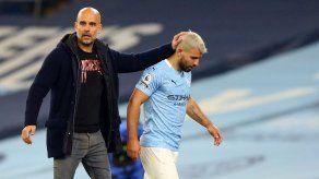 Guardiola defiende a Agüero después de su contacto con una mujer árbitro