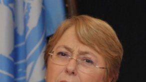 Bachelet declara ante fiscal chilena por el devastador tsunami de 2010