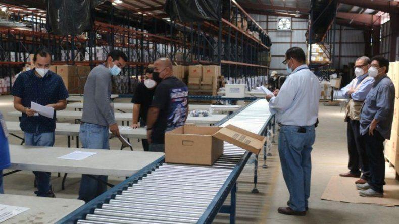El Salvador comienza reparto de paquetes electorales para comicios legislativos y municipales