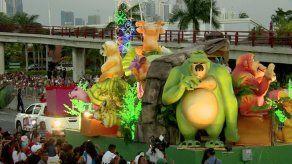 Realizan gran desfile Brilla la Navidad en la Cinta Costera