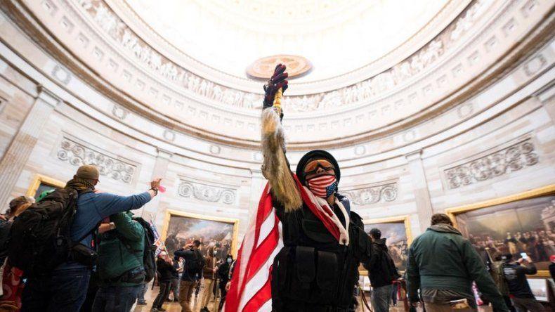 Trump culpa a Pence del caos mientras sus seguidores asaltan el Capitolio