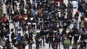 Maratón de dibujo congrega a cientos de artistas en museo de capital mexicana