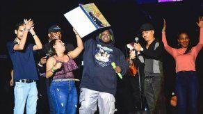 Mi Cultura reconoció logros artísticos de Sech en su reciente concierto