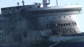 Calor y humo demoran búsqueda de cuerpos en ferry griego