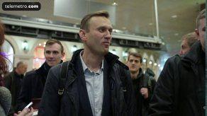 El opositor ruso Navalny sale de prisión y retoma su campaña electoral