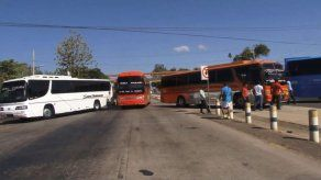 Transportistas cierran la vía Interamericana en Veraguas