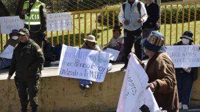 Pacientes de cáncer protestan en Bolivia tras cese de tratamientos médicos