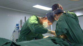 EEUU: Extirpan tumor de 60 kg del abdomen de una mujer