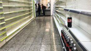 Más dinero y menos comida: la fórmula que se repite con aumentos de Maduro