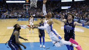 Westbrook logra triple-doble en triunfo sobre Mavericks
