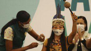 Indígenas le temen a la vacuna contra el COVID-19 en Brasil