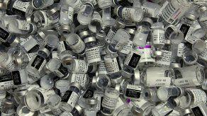 Pfizer subrayó que ninguna vacuna legítima se vende por internet.