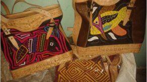 Aduana retiene en Chiriquí cargamento con molas y artesanías con logo de Panamá
