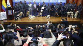 Emotiva ceremonia para perros policiales en Colombia
