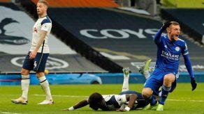 El Tottenham cierra su semana negra perdiendo contra un Leicester que le adelanta