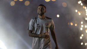 Alves llega a Sao Paulo con la mira en el mundial 2022