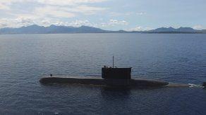 Indonesia busca un submarino desaparecido.