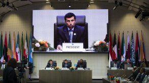 La OPEP y aliados deciden reducir su producción de crudo en 1