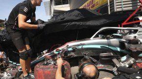 Hamilton choca en las prácticas; Ferrari tiene el 1-2