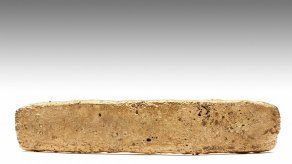 Descubren en México barra de oro de botín de Hernán Cortés