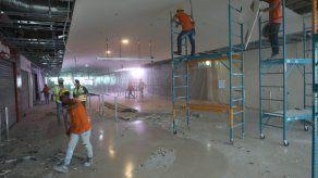 Personal del Aeropuerto Internacional de Tocumen realiza trabajos en el Muelle Norte de la Terminal 1.